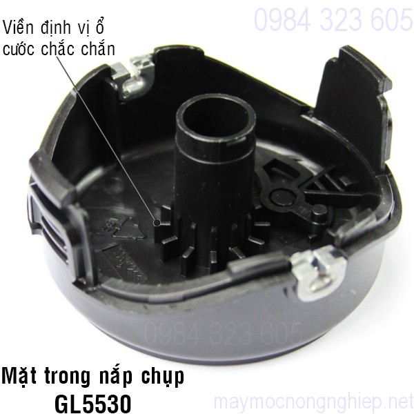 nap-chup-o-cuoc-nhua-mau-den-cua-may-cat-co-black-decker-gl5530 2