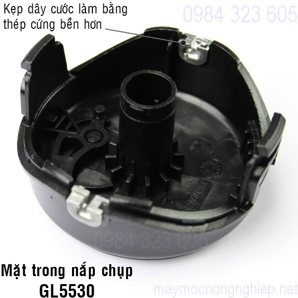 nap-chup-o-cuoc-nhua-mau-den-cua-may-cat-co-black-decker-gl5530 3